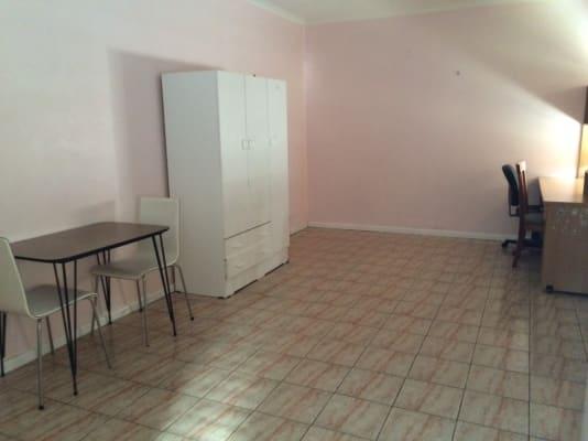 $250, Granny-flat, 1 bathroom, Ross Street, Northcote VIC 3070