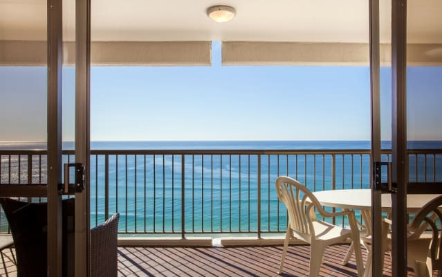 $400, Flatshare, 4 bathrooms, The Esplanade, Burleigh Heads QLD 4220