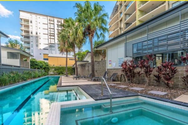 $305, Flatshare, 2 bathrooms, Manning Street, Milton QLD 4064