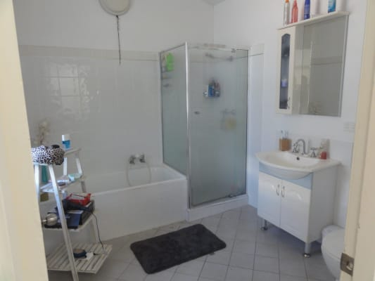 $180, Share-house, 3 bathrooms, Byron Street, Glenelg SA 5045