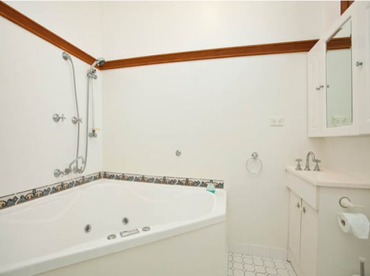 $450, Whole-property, 2 bathrooms, Buckle Crescent, West Wollongong NSW 2500