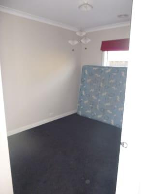 $150, Share-house, 4 bathrooms, Basken Drive, South Morang VIC 3752