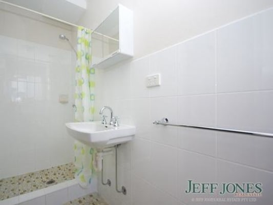 $275, 1-bed, 1 bathroom, Mansfield Street, Coorparoo QLD 4151