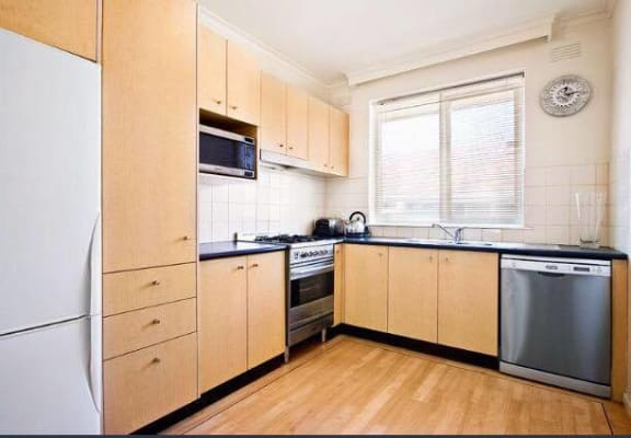 $450, Whole-property, 2 bathrooms, Chapel Street, Saint Kilda VIC 3182