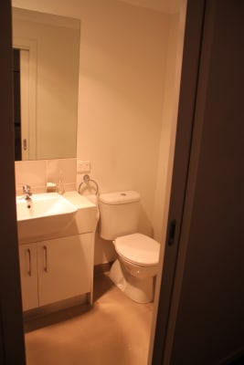 Room for rent in hawthorn road blackburn south mel for H s bathrooms blackburn