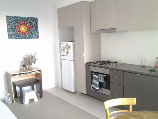 $233, Flatshare, 2 bathrooms, Bouverie Street, Carlton VIC 3053