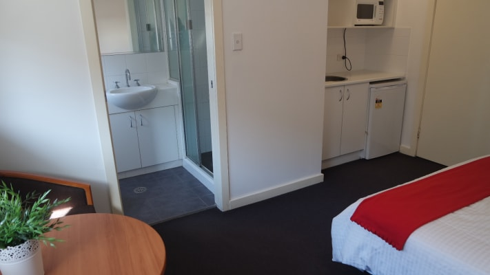 $370, Studio, 1 bathroom, Parramatta Road, Leichhardt NSW 2040
