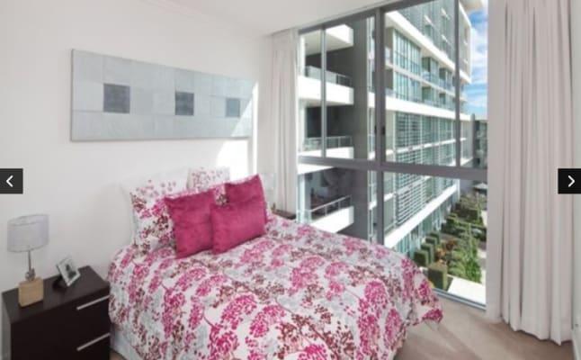 $300, Flatshare, 2 bathrooms, T E Peters Drive, Broadbeach Waters QLD 4218