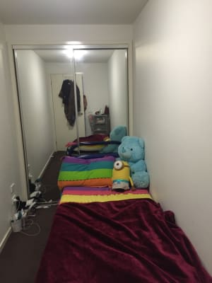 $150, Flatshare, 2 bathrooms, Glen Huntly Road, Glen Huntly VIC 3163