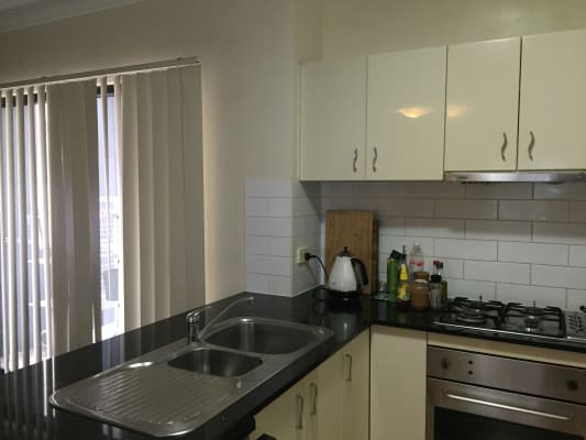$250, Flatshare, 2 bathrooms, Commercial Road, Teneriffe QLD 4005