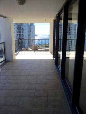 $320, Flatshare, 3 bathrooms, Scarborough Street, Southport QLD 4215