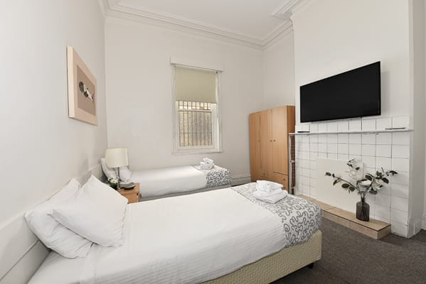 $390, Share-house, 5 bathrooms, Rathdowne St Carlton, Carlton VIC 3053