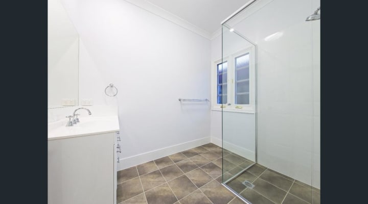 $130, Share-house, 5 bathrooms, Brodie Street, Holland Park West QLD 4121