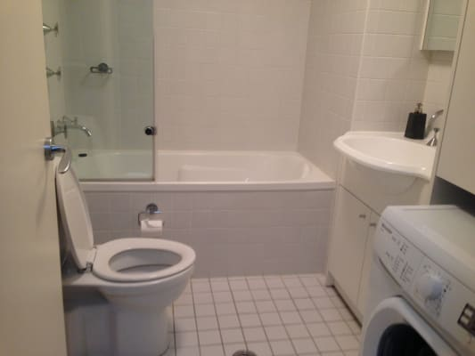 $325, Flatshare, 2 bathrooms, Queen Street, Glebe NSW 2037