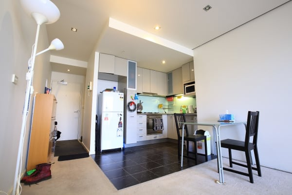 $360, Flatshare, 2 bathrooms, La Trobe Street, Melbourne VIC 3000