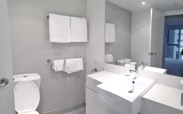 $350, 1-bed, 1 bathroom, Lawson Street, Southport QLD 4215