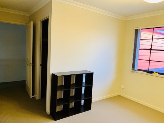 $190, Share-house, 5 bathrooms, Elizabeth Crescent, Varsity Lakes QLD 4227