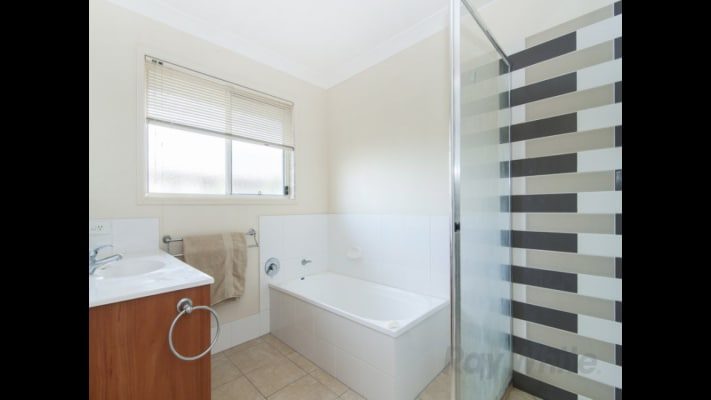 $160, Share-house, 3 bathrooms, Pyranees Street, Calamvale QLD 4116
