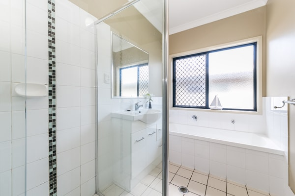 $205, Share-house, 5 bathrooms, Woodville Street, Indooroopilly QLD 4068