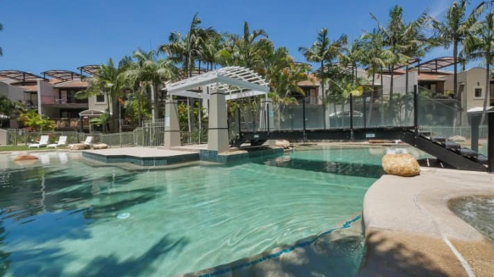 $210, Flatshare, 2 bathrooms, Great Hall Drive, Nobby Beach QLD 4218