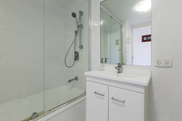$250, Flatshare, 2 bathrooms, Australia Avenue, Broadbeach QLD 4218