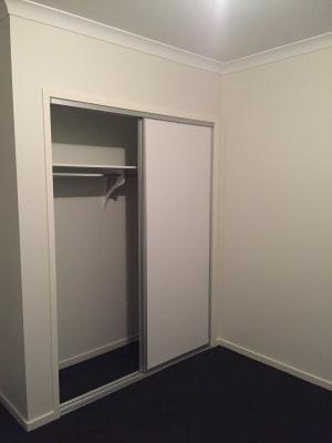 $180, Share-house, 3 bathrooms, Ellscott Boulevard, Mickleham VIC 3064