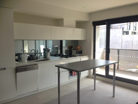 $400, Flatshare, 2 bathrooms, Bond Street, South Yarra VIC 3141