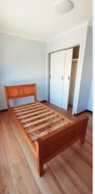 $180, Share-house, 3 bathrooms, Lois Street, St Albans VIC 3021