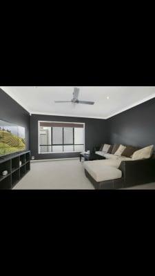 $300, Homestay, 5 Bathrooms, Nobby Parade, Miami QLD 4220