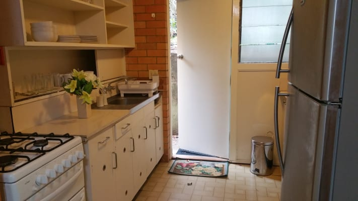 $250, Granny-flat, 2 bathrooms, Central Avenue, Saint Lucia QLD 4067