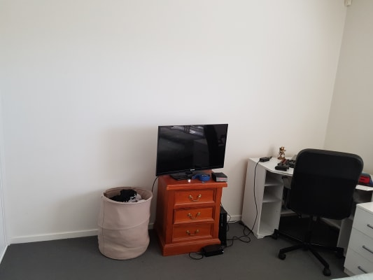$190, Flatshare, 2 bathrooms, Dandenong Road, Carnegie VIC 3163