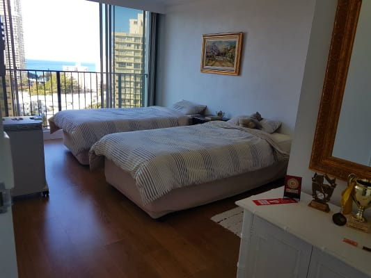 $180, Flatshare, 2 bathrooms, Riverview Parade, Surfers Paradise QLD 4217