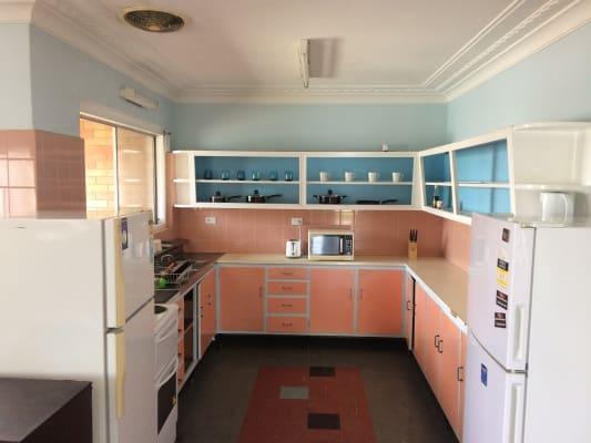 $200, Share-house, 4 bathrooms, Shafston Avenue, Kangaroo Point QLD 4169