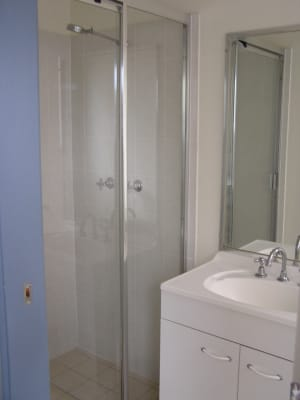 $235, Share-house, 6 bathrooms, Warren Street, Saint Lucia QLD 4067
