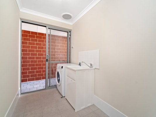 $220, Share-house, 5 bathrooms, Houghton Drive, Carramar WA 6031