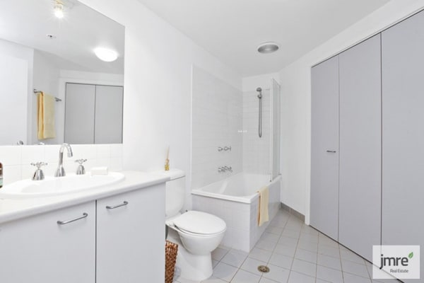 $190, Flatshare, 2 bathrooms, Gatehouse Drive, Kensington VIC 3031