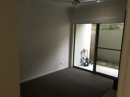 $200, Flatshare, 3 bathrooms, Entry Drive, Merrimac QLD 4226