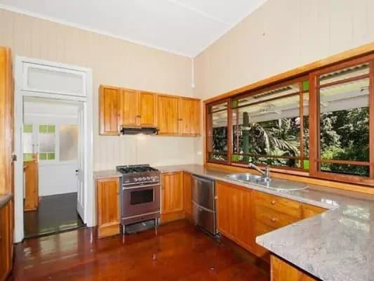 $300, Share-house, 3 bathrooms, Lenneberg St, Southport QLD 4215