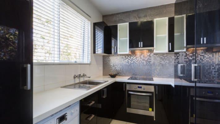 $215, Flatshare, 2 bathrooms, Riversdale Road, Hawthorn East VIC 3123