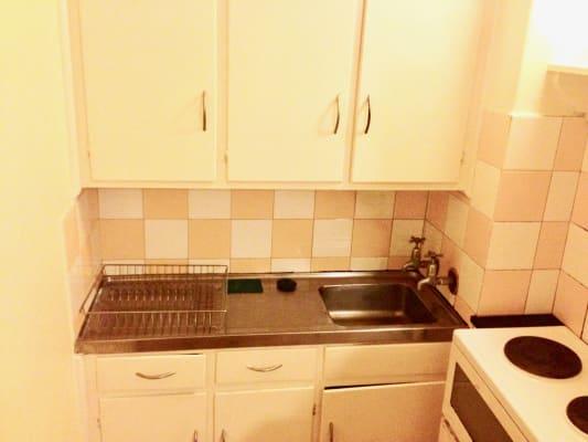 $420, Whole-property, 1 bathroom, Waterloo Crescent, Saint Kilda VIC 3182