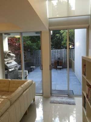 $250, Flatshare, 3 bathrooms, Darrambal Street, Surfers Paradise QLD 4217
