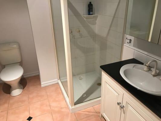 $285, Homestay, 3 bathrooms, Mount Alexander Road, Essendon VIC 3040