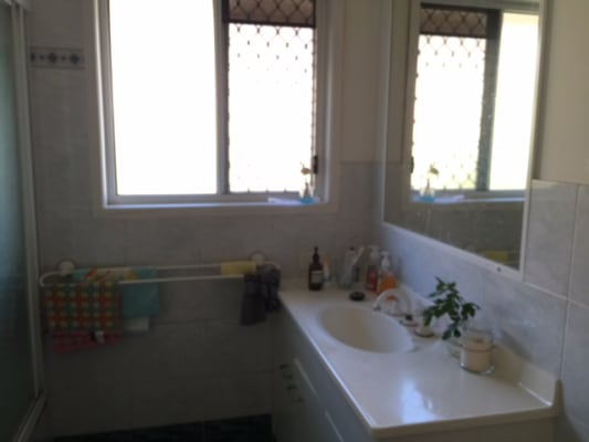 $195, Share-house, 5 bathrooms, Dell Rd, Saint Lucia QLD 4067