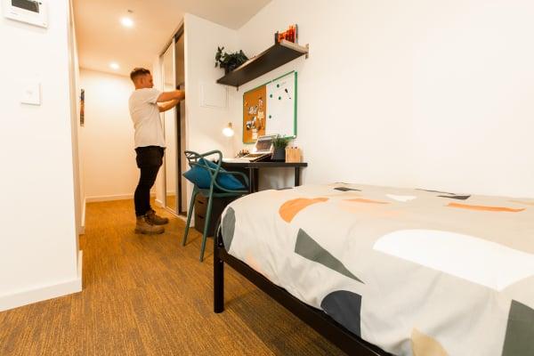 $300, Student-accommodation, 6 bathrooms, Dandenong Road, Malvern East VIC 3145