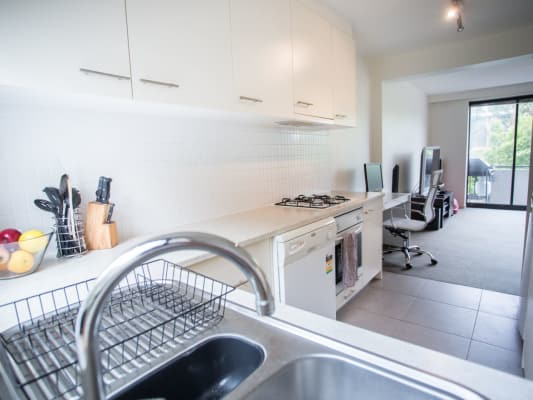 $220, Flatshare, 2 bathrooms, Beach Avenue, Elwood VIC 3184