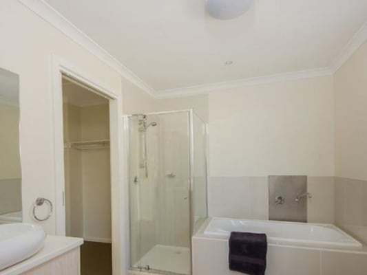 $180, Flatshare, 2 bathrooms, Gourlay Road, Hillside VIC 3037