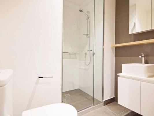$165, Flatshare, 2 bathrooms, La Trobe, Melbourne VIC 3000