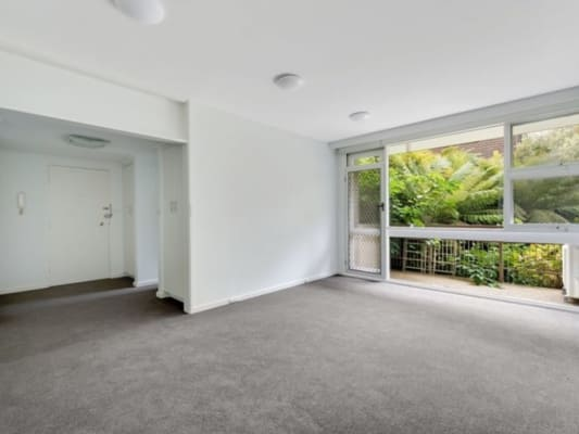 $250, Flatshare, 2 bathrooms, Lansell Road, Toorak VIC 3142