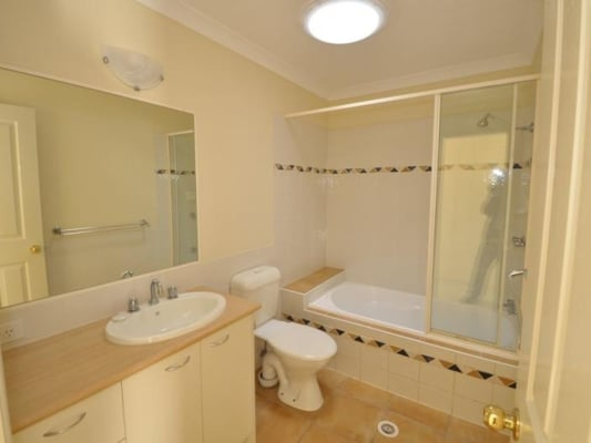 $140, Share-house, 4 bathrooms, Long Street East, Graceville QLD 4075