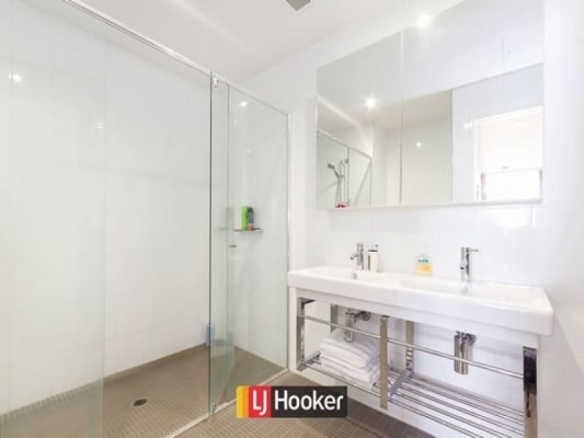 $300, Flatshare, 2 bathrooms, Lonsdale Street, Braddon ACT 2612